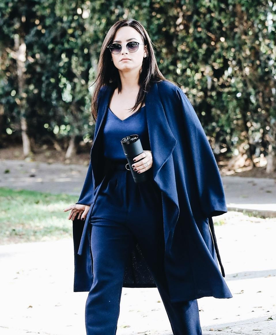 Demi-Lovato-Black-Ember-Travel-Mug-ECoffeeFinder-2